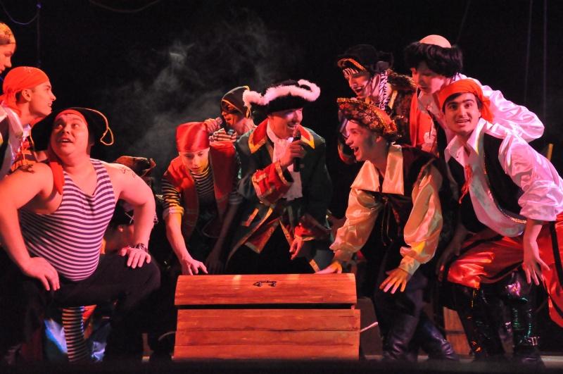 В мир пиратов и приключений погрузили молодых биробиджанцев артисты областной филармонии