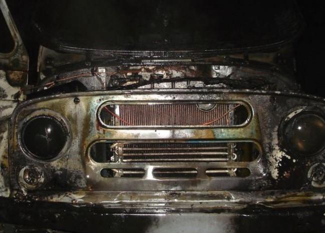 Ночью в Биробиджане горел автомобиль