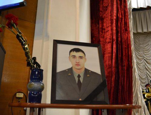 Орден Мужества вручили родным погибшего в Сирии военнослужащего Никиты Шевченко