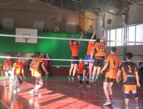 Товарищеский матч по волейболу состоялся между студентами и полицейскими в Татьянин день