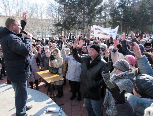 Приглашения на общеобластной митинг получили депутат Госдумы от ЕАО Анатолий Тихомиров и партия «Единая Россия»