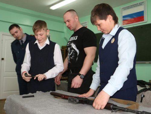 Курс «молодого спецназовца» прошли в УФСИН гимназисты накануне Дня защитника Отечества
