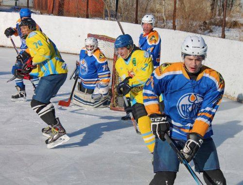 Два матча по хоккею с шайбой прошли на выходных в Биробиджане