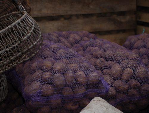 Десять сеток картофеля украл житель Смидовича у пенсионерки