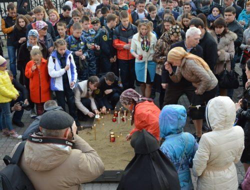 Биробиджанцы почтили память жертв взрыва в петербургском метрополитене