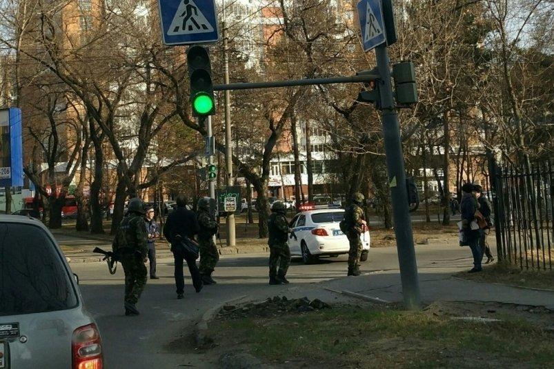 Участник националистической группировки открыл стрельбу в хабаровском УФСБ