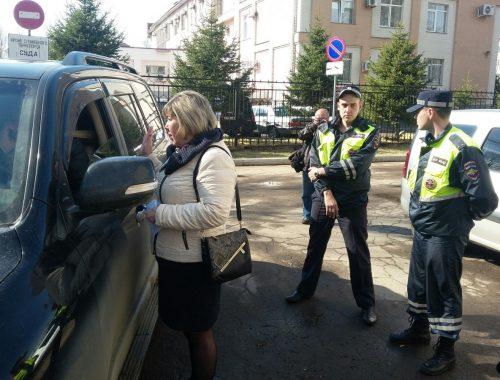 Полиция Биробиджана попыталась вновь задержать предпринимателя Ивана Проходцева накануне оппозиционной первомайской демонстрации
