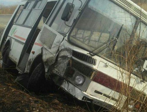 Пассажирский автобус Ленинское-Калинино попал в ДТП