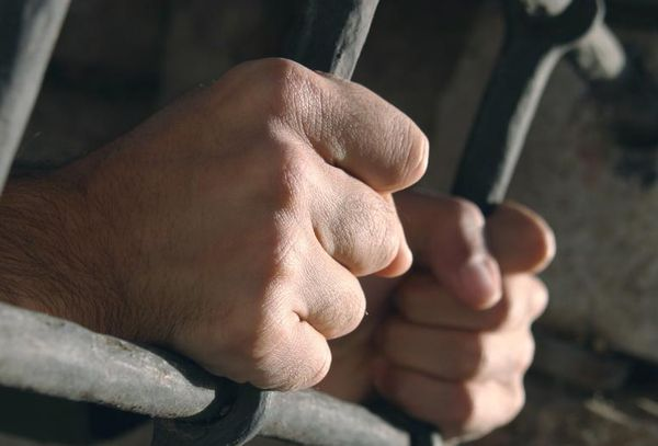 Заключенному, напавшему на сотрудника УФСИН, могут прибавить к сроку 5 лет