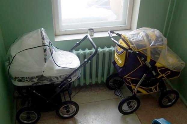 В Биробиджане подросток украл детскую коляску