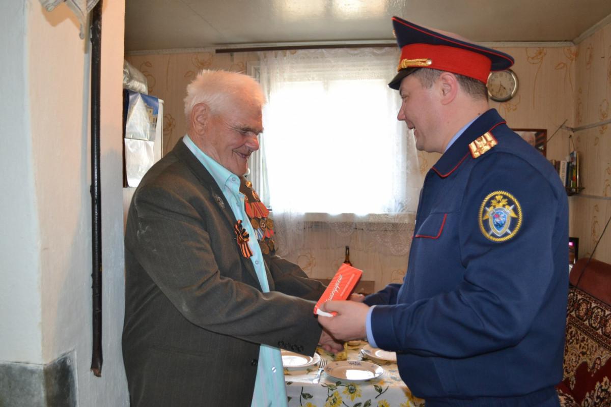 Следователи ЕАО в преддверии Дня Победы навестили участников Великой Отечественной войны