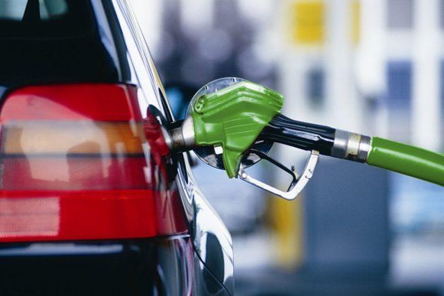 Растет как на дрожжах: в Биробиджане снова повысились цены на бензин