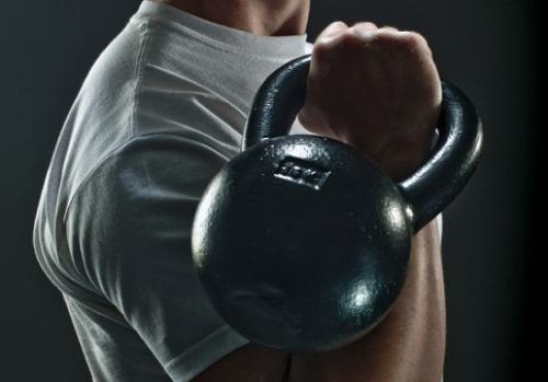 Росгвардеец с порезанной рукой стал победителем в соревнованиях по гиревому спорту