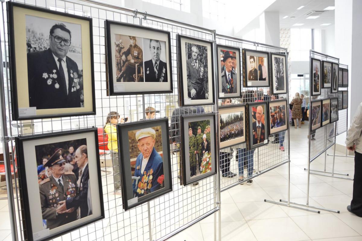 Фотовыставка «Лица Победы» открылась в Биробиджане накануне 9 мая