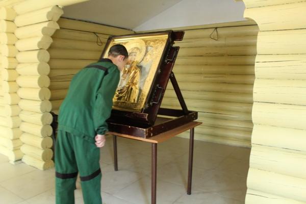 Икону Божьей Матери привезли в Биробиджанскую воспитательную колонию
