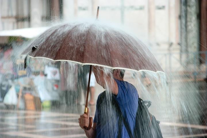 На Биробиджан обрушится сильный ливень