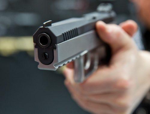 Жуткое убийство в Биробиджане: супружеская чета найдена с огнестрельными ранениями