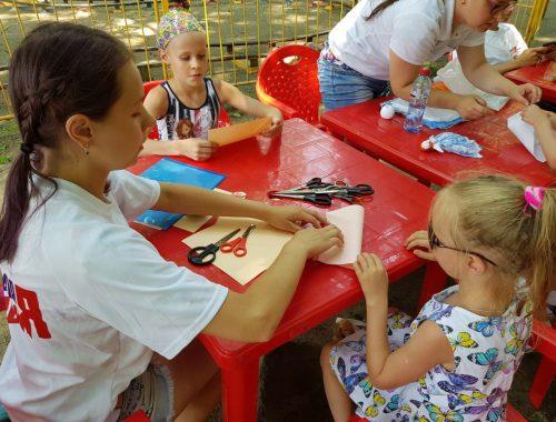 Биробиджанские молодогвардейцы в День семьи устроили мастер-классы