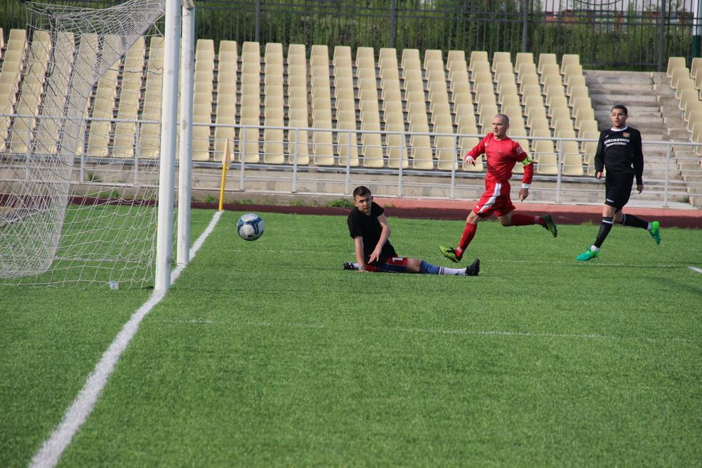 Щедрыми на голы выдались очередные матчи чемпионата ЕАО по футболу