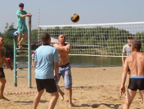 Биробиджанские спасатели провели турнир по пляжному волейболу
