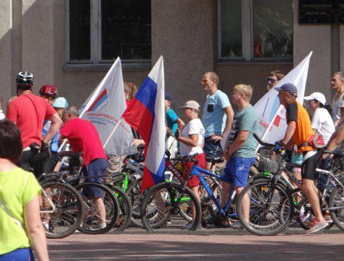 Более двухсот участников собрал велопарад в честь дня физкультурника
