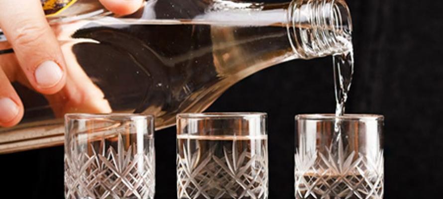 Минздрав предложил повысить цены на водку до 300 рублей