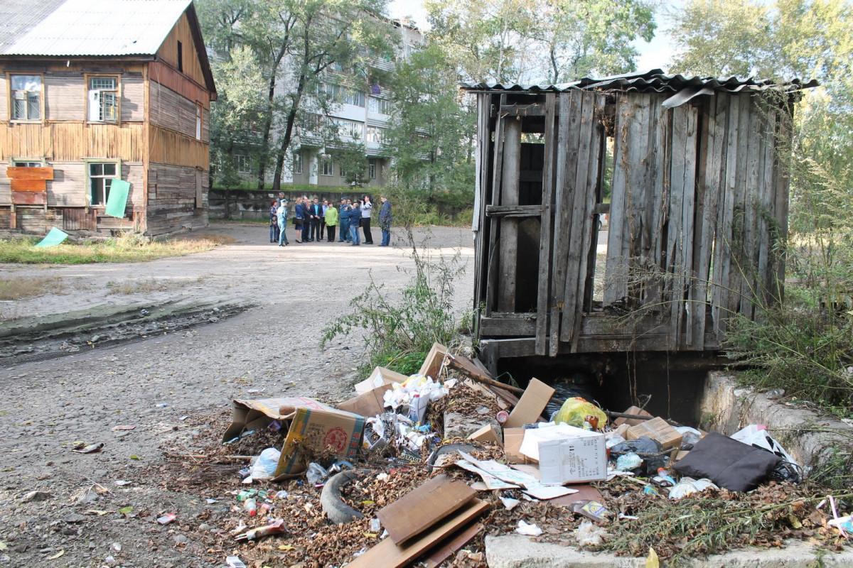 Поменяться жилплощадью с жителями аварийного барака предложили городским чиновникам активисты ОНФ в ЕАО