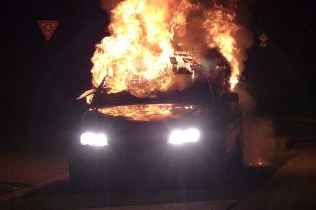 Житель Биробиджана облил бензином и поджог автомобиль лечащего врача