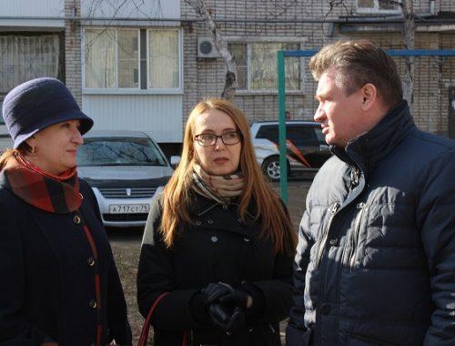 Единороссы соблаговолили проверить биробиджанские дворы