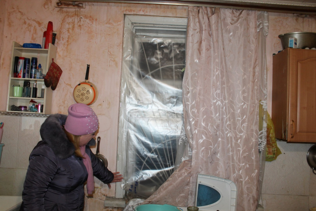 Замерзают жители аварийного дома по улице Пионерской, 40 в Биробиджане