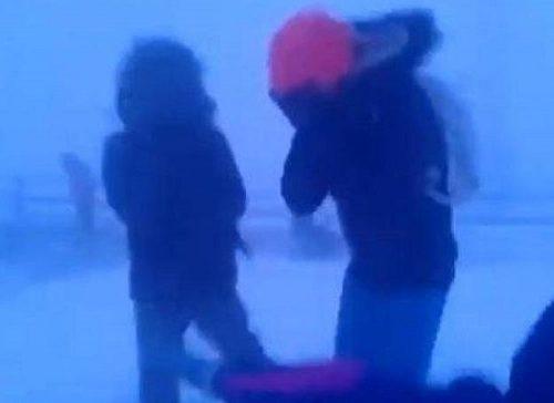 Иностранцы пришли в ужас от видео с якутскими школьниками, идущими в метель