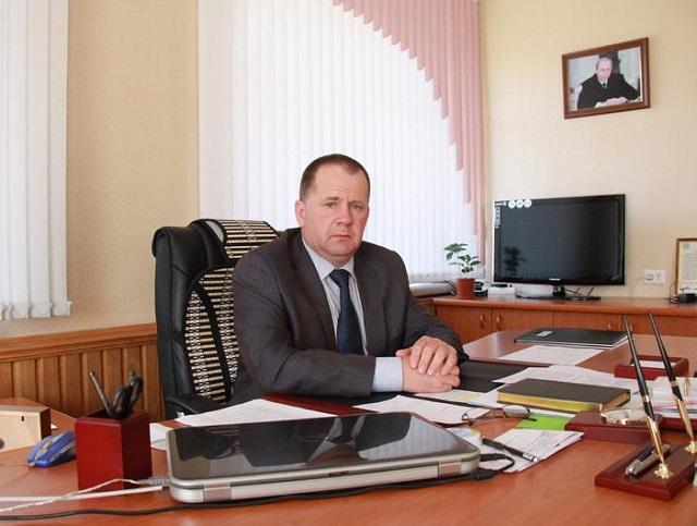 Главе Биробиджанского района назначен штраф в размере 10 000 рублей