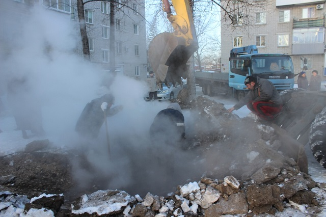 Коммунальные ЧП продолжаются: в микрорайоне Осенняя произошел порыв на теплотрассе