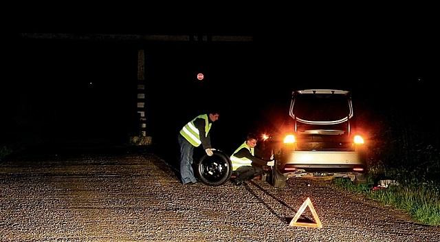 Водители с сегодняшнего дня обязаны носить световозвращающие жилеты