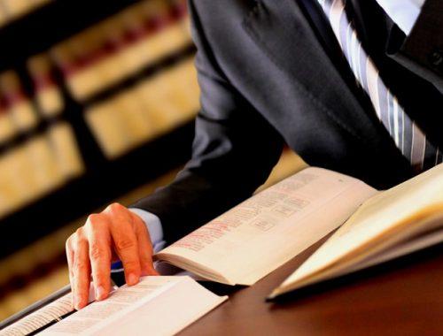 Перед судом предстанет адвокат за незаконное хранение наркотиков