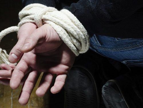 Увезли, раздели и избили: двум мужчинам вынесен приговор