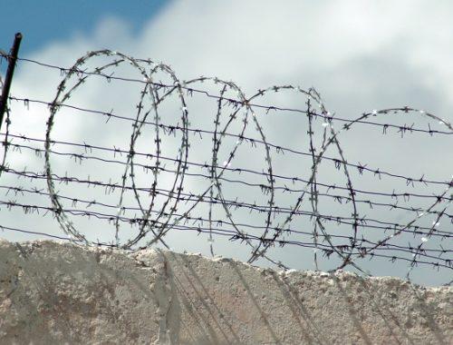 В ЕАО осужденный похитил у сокамерника 120 тысяч рублей