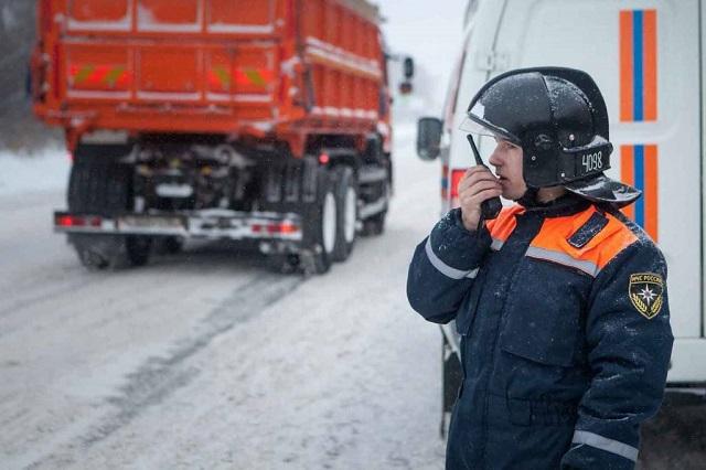 Возгорание грузового автомобиля ликвидировали спасатели ЕАО