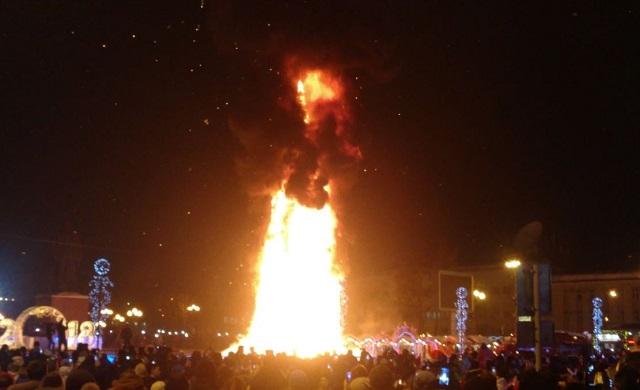 Главная елка Сахалина сгорела в новогоднюю ночь