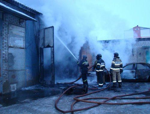 Автомобиль и гараж сгорели в Биробиджане