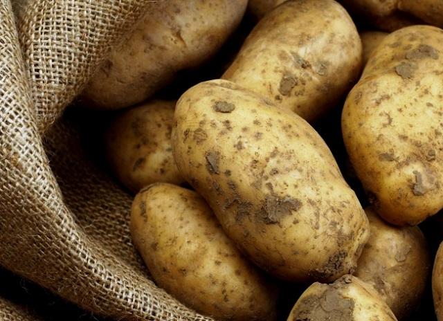 Неплательщика по кредиту достали из мешка с картошкой