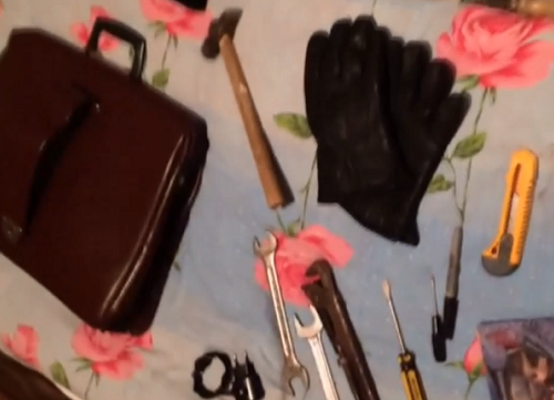 Молоток и другие инструменты были обнаружены при задержании подозреваемого в убийстве пенсионерки