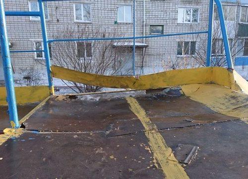 Опасная для ребят детская площадка привлекла внимание прокуратуры