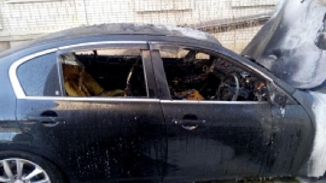 Иномарку подожгли в центре Биробиджана