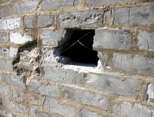 Мужчина, находящийся в федеральном розыске, разобрал стену гаража жителя ЕАО