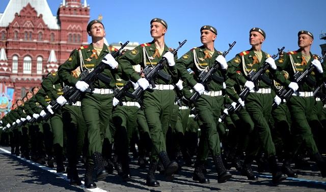 Опрос показал отношение россиян ко Дню защитника Отечества
