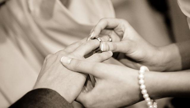 Жители ЕАО стали чаще вступать в брак и разводиться