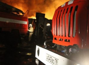Частный дом полностью сгорел в ЕАО: один человек погиб