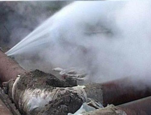 Пять крупных порывов теплотрассы удалось устранить за минувшую ночь