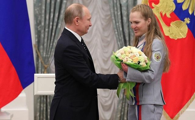Владимир Путин вручил орден почета трехкратной чемпионке Паралимпийских игр Екатерине Румянцевой